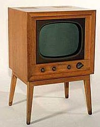 a picture of a 1950's television